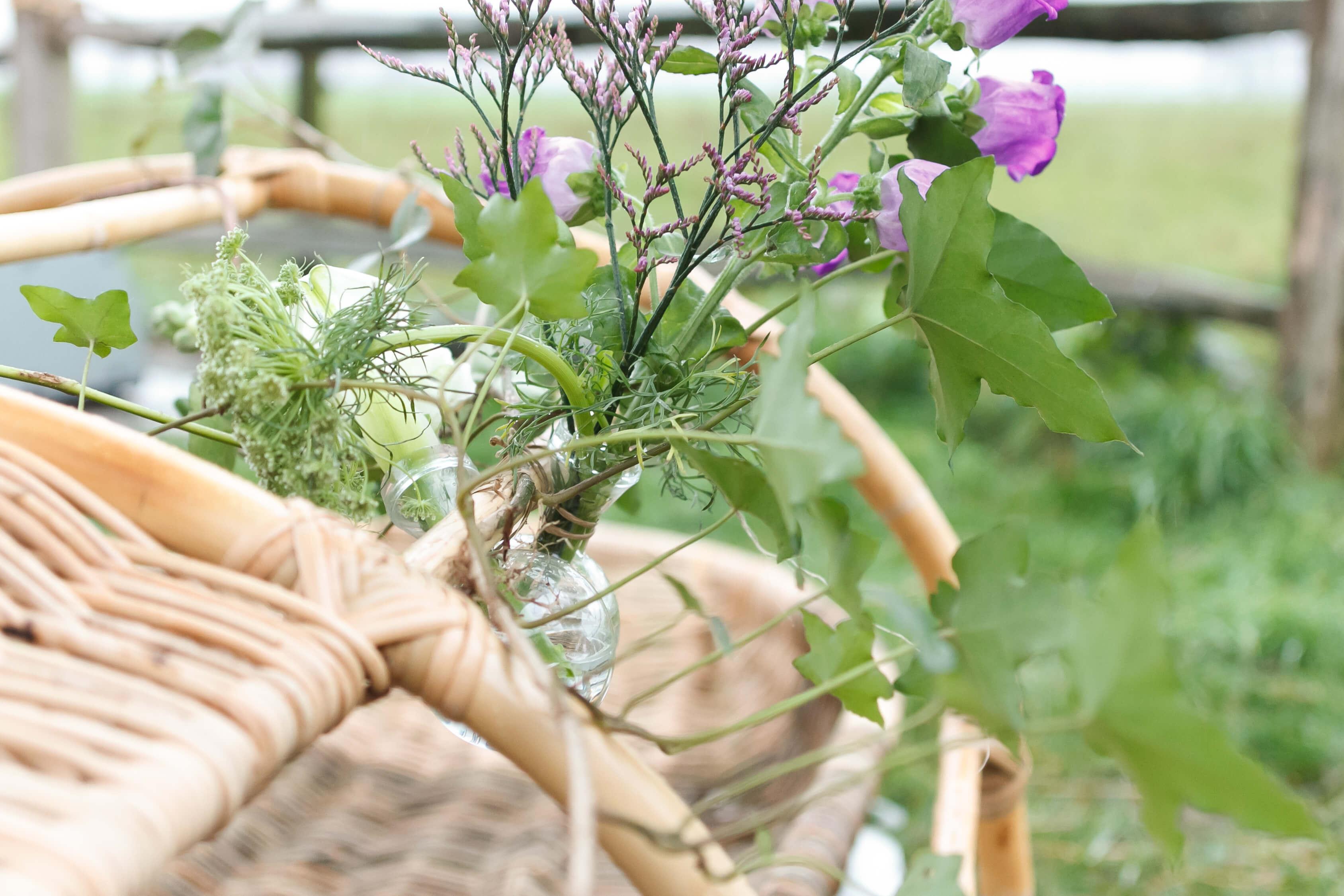 Natuurlijk Afscheid uitvaartbegeleider natuurbegraven rituelen en symbolen bij een uitvaart frame met bloemen