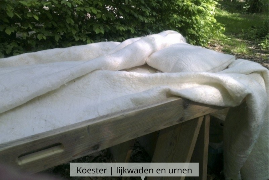 Natuurlijk Afscheid uitvaartbegeleider natuurbegraven Koester wollen lijkwade